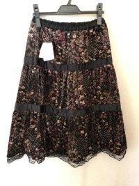 ベロア&サテン段々スカート黒花柄M